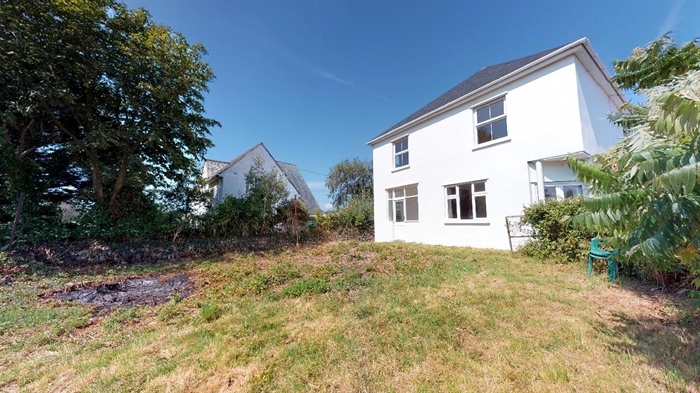 Detached House, 3 bedroom Property for sale in Crowlas, Cornwall for £375,000, view photo 4.