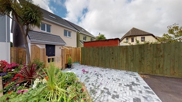 Detached House for sale in Crowlas: Trewidden Gardens, Crowlas, TR20 8DS, £339,950