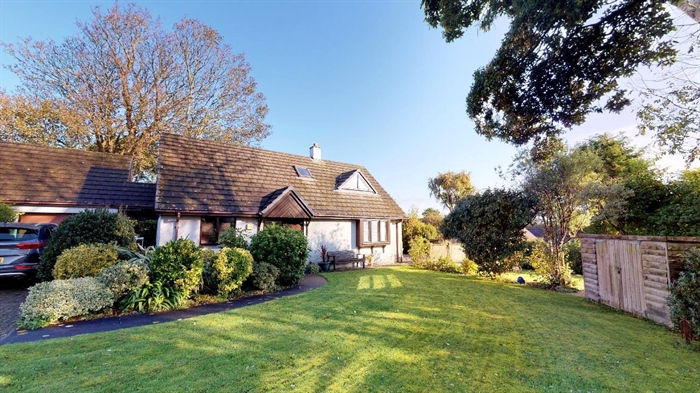Detached Bungalow, 3 bedroom Property for sale in Lelant, Cornwall for £400,000, view photo 1.