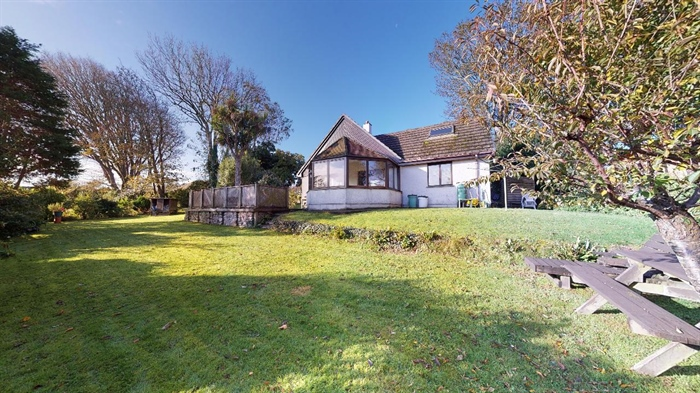 Detached Bungalow, 3 bedroom Property for sale in Lelant, Cornwall for £400,000, view photo 4.