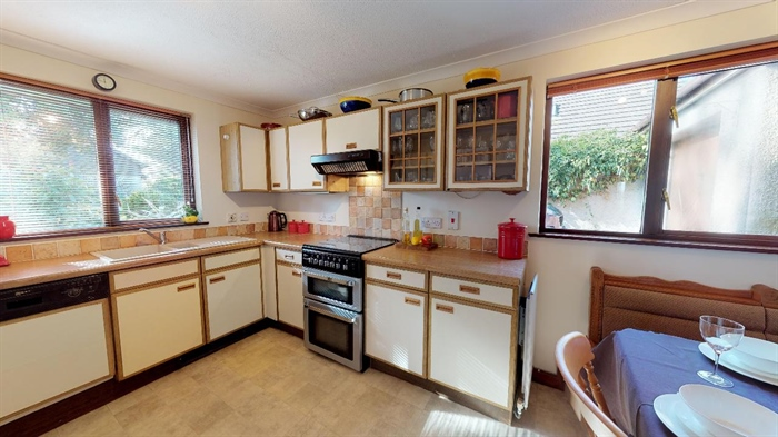 Detached Bungalow, 3 bedroom Property for sale in Lelant, Cornwall for £400,000, view photo 16.