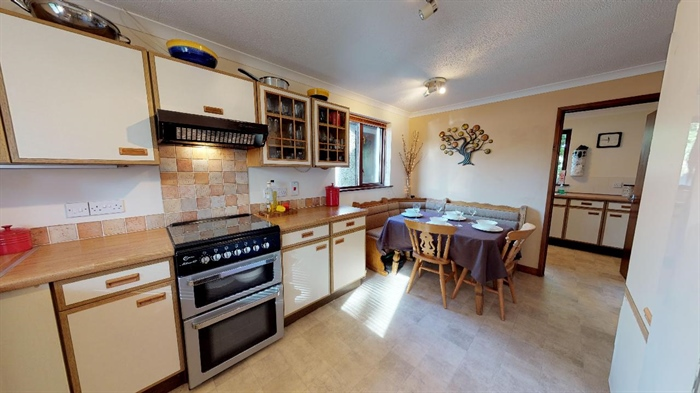 Detached Bungalow, 3 bedroom Property for sale in Lelant, Cornwall for £400,000, view photo 17.