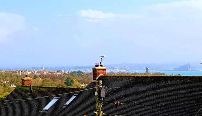 Flat, 2 bedroom Property for sale in Penzance, Cornwall for £140,000, view photo 2.