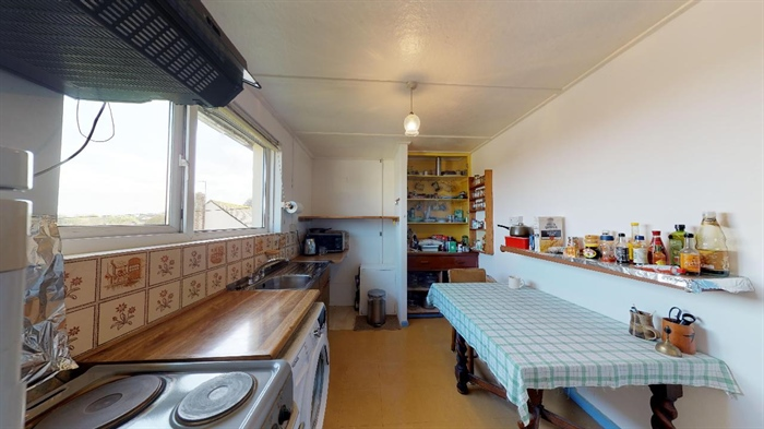 Flat, 2 bedroom Property for sale in Penzance, Cornwall for £140,000, view photo 6.