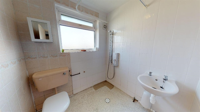 Flat, 2 bedroom Property for sale in Penzance, Cornwall for £140,000, view photo 12.