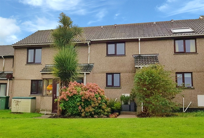 Terraced, 2 bedroom Property for sale in Hayle, Cornwall for £185,000, view photo 4.