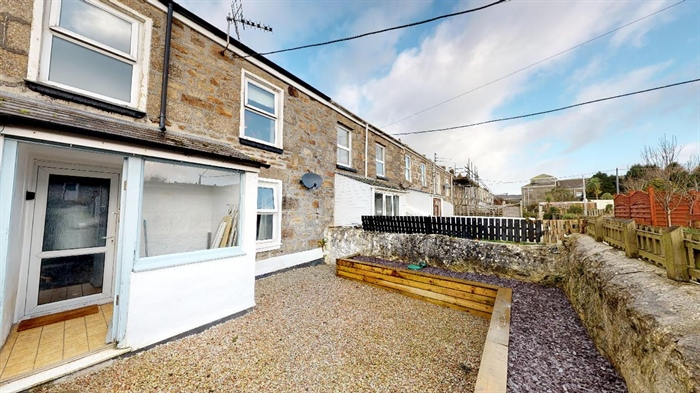 Terraced, 3 bedroom Property for sale in Camborne, Cornwall for £160,000, view photo 1.