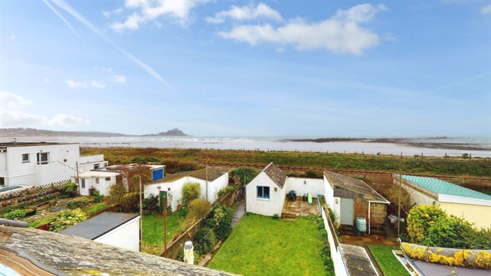 Semi Detached House, 3 bedroom Property for sale in Penzance, Cornwall for £290,000, view photo 4.