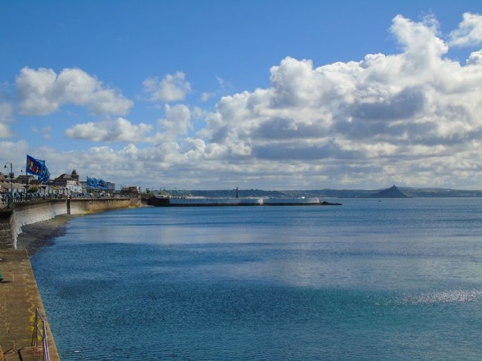 Terraced, 3 bedroom Property for sale in Penzance, Cornwall for £140,000, view photo 2.