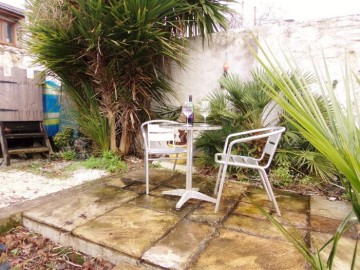 House, Holiday Home sold in Penzance: Adelaide Street, Penzance, Cornwall.  TR18 2ER, £142,000