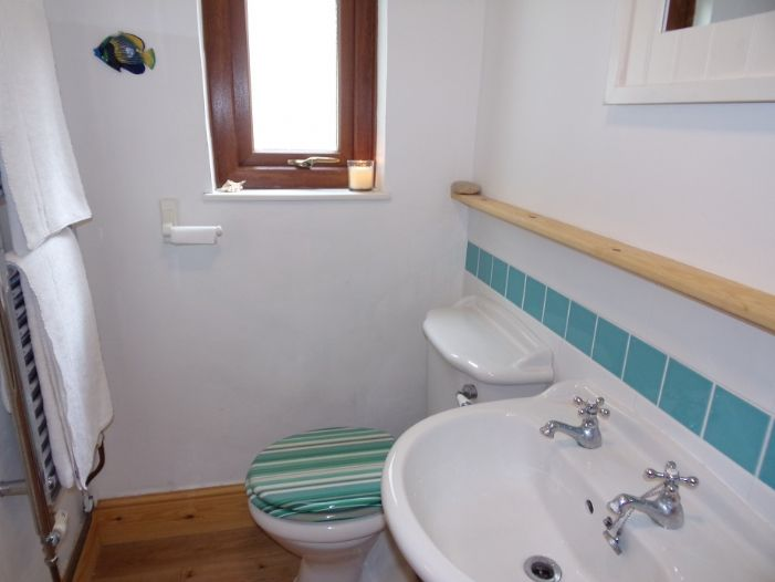 House, Holiday Home, 2 bedroom Property for sale in Penzance, Cornwall for £142,000, view photo 9.
