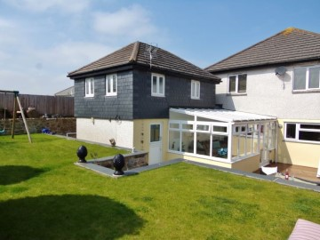House sold in Hayle: 12 School Lane, St Erth, Hayle, Cornwall.  TR27 6HN, £375,000