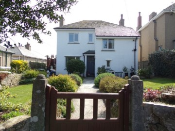 House sold in Penzance: 40 Larigan Crescent, Penzance, Cornwall.  TR18 4NH, £350,000