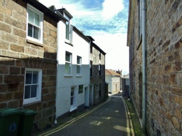 House sold in St Ives: 13 Street an Garrow, St Ives, Cornwall.  TR26 1SG, £300,000