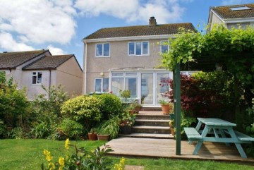 House sold in Penzance: 4 TreglynClose, Newlyn, Penzance, Cornwall.  TR18 5EZ, £320,000