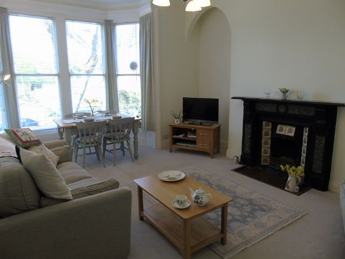 Flat, 2 bedroom Property for sale in Penzance, Cornwall for £190,000, view photo 2.