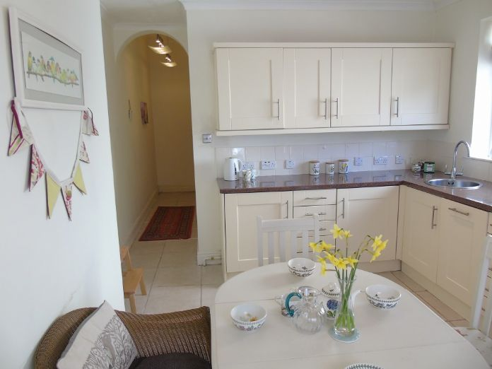 Flat, 2 bedroom Property for sale in Penzance, Cornwall for £190,000, view photo 9.