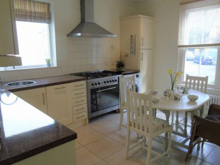Flat, 2 bedroom Property for sale in Penzance, Cornwall for £190,000, view photo 10.