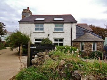 House sold in St Ives: Berlewen, Hellesveor, St Ives, Cornwall.  TR26 3AD, £425,000