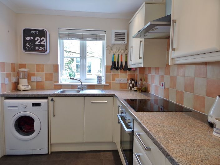 House, 3 bedroom Property for sale in Hayle, Cornwall for £170,000, view photo 8.