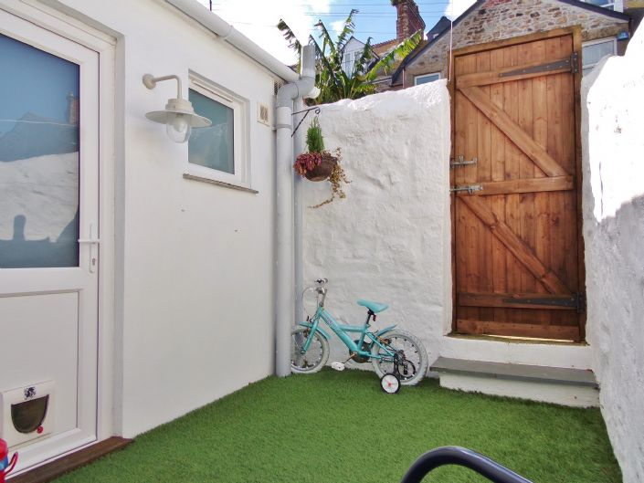 Terraced, House, 2 bedroom Property for sale in Penzance, Cornwall for £150,000, view photo 16.