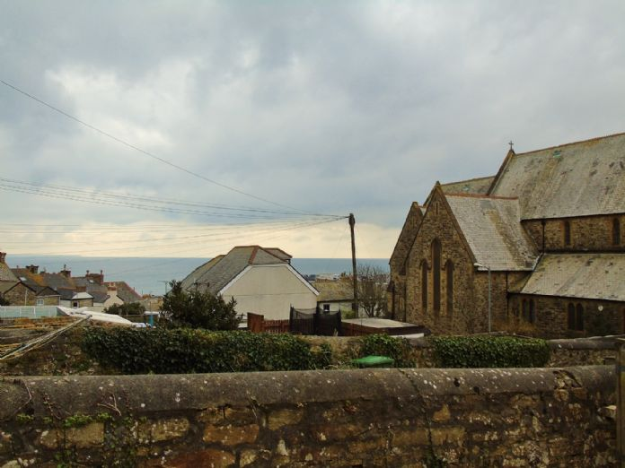 Flat, 2 bedroom Property for sale in Penzance, Cornwall for £145,000, view photo 3.