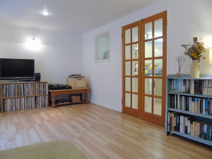 Flat, 2 bedroom Property for sale in Penzance, Cornwall for £145,000, view photo 5.