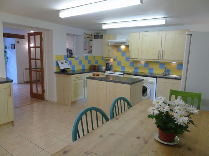 Flat, 2 bedroom Property for sale in Penzance, Cornwall for £145,000, view photo 6.
