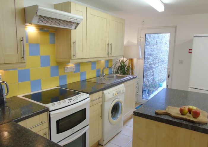 Flat, 2 bedroom Property for sale in Penzance, Cornwall for £145,000, view photo 7.