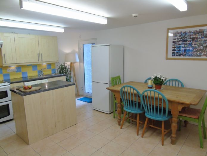 Flat, 2 bedroom Property for sale in Penzance, Cornwall for £145,000, view photo 8.