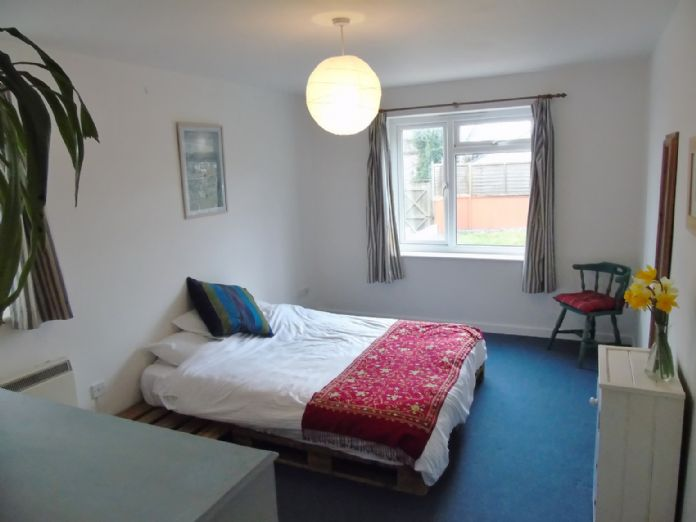 Flat, 2 bedroom Property for sale in Penzance, Cornwall for £145,000, view photo 10.