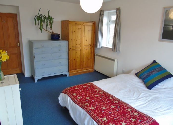 Flat, 2 bedroom Property for sale in Penzance, Cornwall for £145,000, view photo 11.