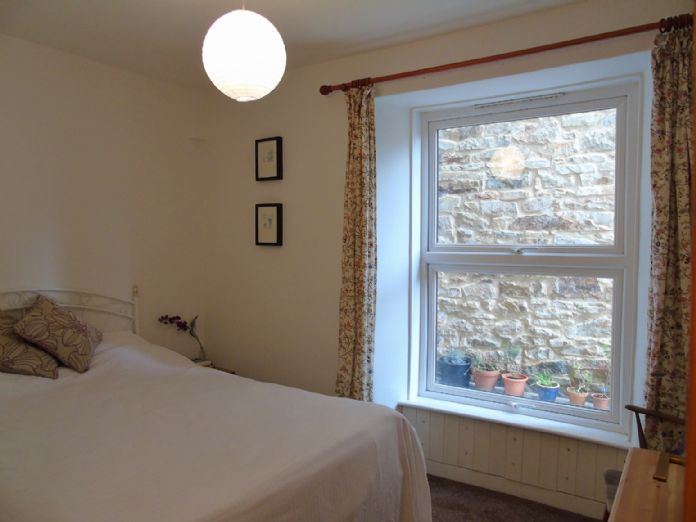 Flat, 2 bedroom Property for sale in Penzance, Cornwall for £145,000, view photo 13.