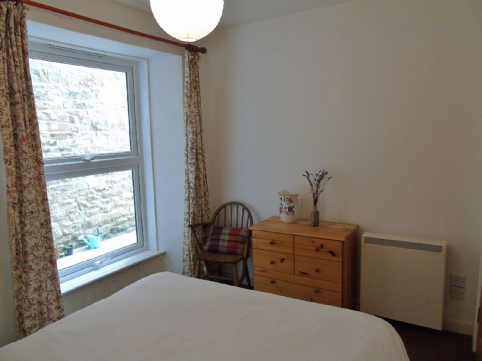 Flat, 2 bedroom Property for sale in Penzance, Cornwall for £145,000, view photo 14.