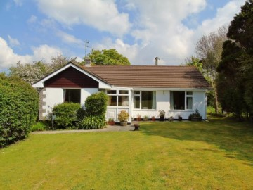 Bungalow sold in Penzance: Woodford, Gears Lane, Goldsithney, Penzance, Cornwall.  TR20 9LB, £325,000