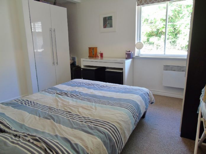Bungalow Property for sale in Hayle, Cornwall for £160,000, view photo 11.