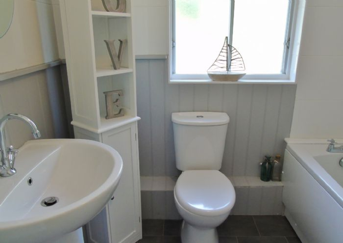 Bungalow Property for sale in Hayle, Cornwall for £160,000, view photo 12.
