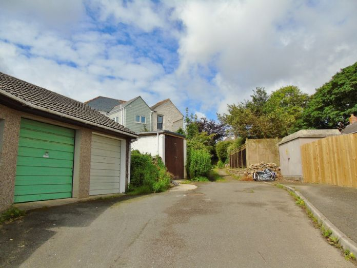 Bungalow Property for sale in Hayle, Cornwall for £160,000, view photo 15.