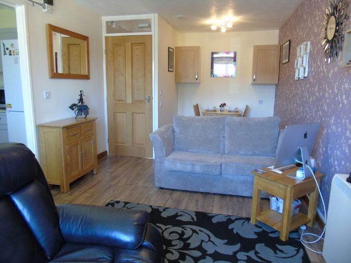 Bungalow, 1 bedroom Property for sale in Penzance, Cornwall for £135,000, view photo 5.