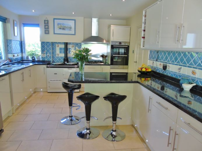 House, 4 bedroom Property for sale in Penzance, Cornwall for £525,000, view photo 9.