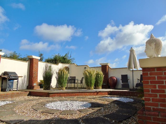 Bungalow, 3 bedroom Property for sale in Penzance, Cornwall for £375,000, view photo 13.