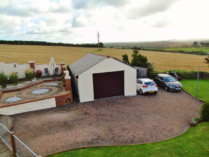 Bungalow, 3 bedroom Property for sale in Penzance, Cornwall for £375,000, view photo 15.