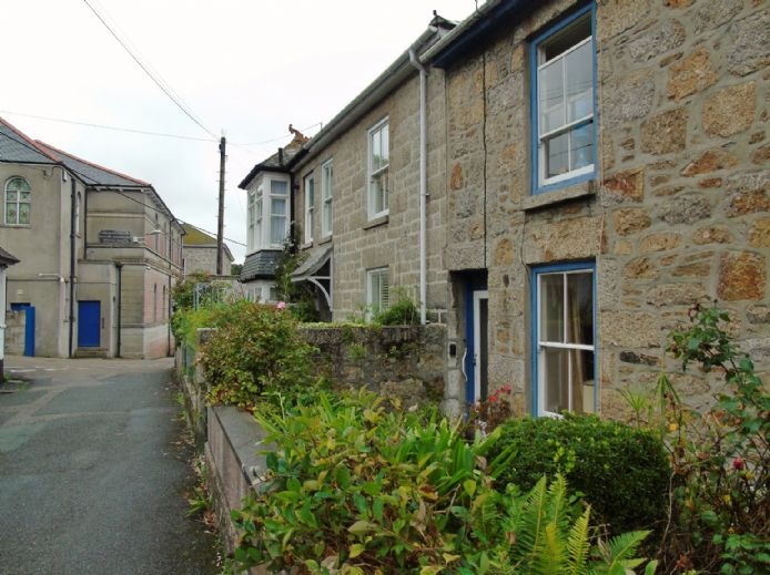House, 2 bedroom Property for sale in Mousehole, Cornwall for £300,000, view photo 3.