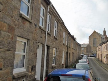 House sold in Penzance: 12 St Dominic Street, Penzance, Cornwall.  TR18 2DL, £160,000