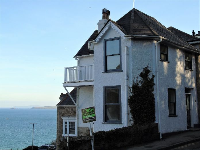 End of Terrace, House, 3 bedroom Property for sale in St Ives, Cornwall for £550,000, view photo 2.
