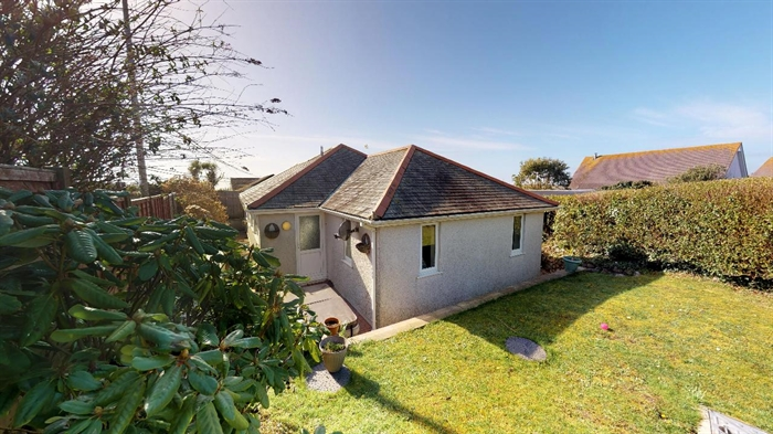 Detached Bungalow, Bungalow, Holiday Home, 3 bedroom Property for sale in Praa Sands, Cornwall for £350,000, view photo 10.