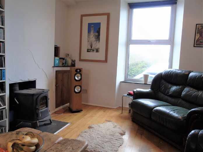 Terraced, House, 3 bedroom Property for sale in Penzance, Cornwall for £140,000, view photo 3.
