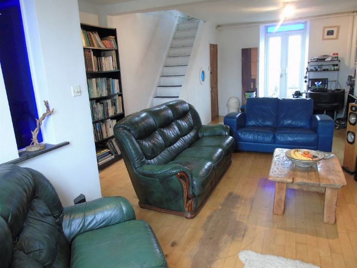Terraced, House, 3 bedroom Property for sale in Penzance, Cornwall for £140,000, view photo 4.