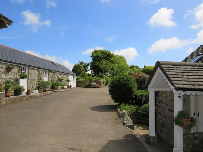 Detached House, Small Holding, With Annexe, Land, 2 bedroom Property for sale in Penzance, Cornwall for £550,000, view photo 9.