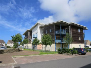 Flat for sale in Camborne: Sefton House, Vyvyans Court, Tuckingmill, Camborne, Cornwall.  TR14 8PF, £80,000